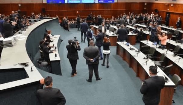 PROJETO FEDERAL QUE EXTINGUE PEQUENOS MUNICÍPIOS GERA POLÊMICA NA ASSEMBLEIA LEGISLATIVA DE GOIÁS