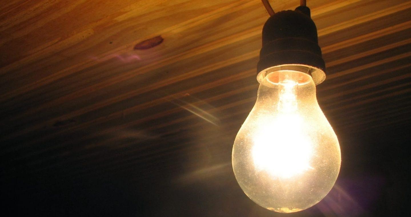 PROJETO PROÍBE COBRANÇA DE TAXA DE RELIGAÇÃO DE ENERGIA EM GOIÁS