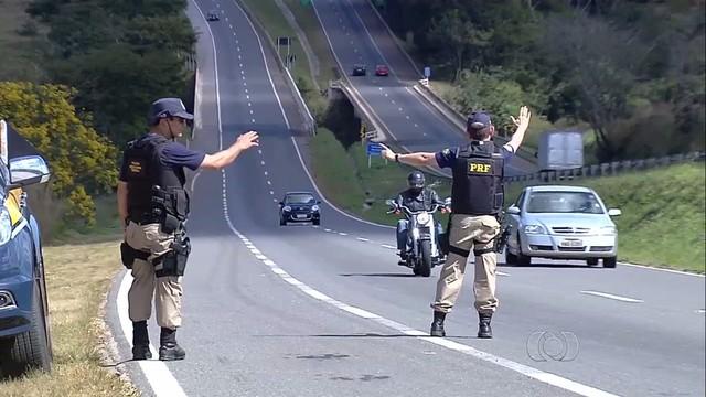 GOIÁS: PRF REFORÇA POLICIAMENTO DE OLHO NA SEGURANÇA DOS VEÍCULOS E NA CONDUTA DOS MOTORISTAS NESTE CARNAVAL
