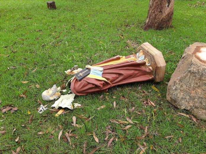 INTOLERÂNCIA RELIGIOSA: IMAGEM DE SANTO É DESTRUÍDA EM ATO DE VANDALISMO EM CAPELA DE PIRES DO RIO